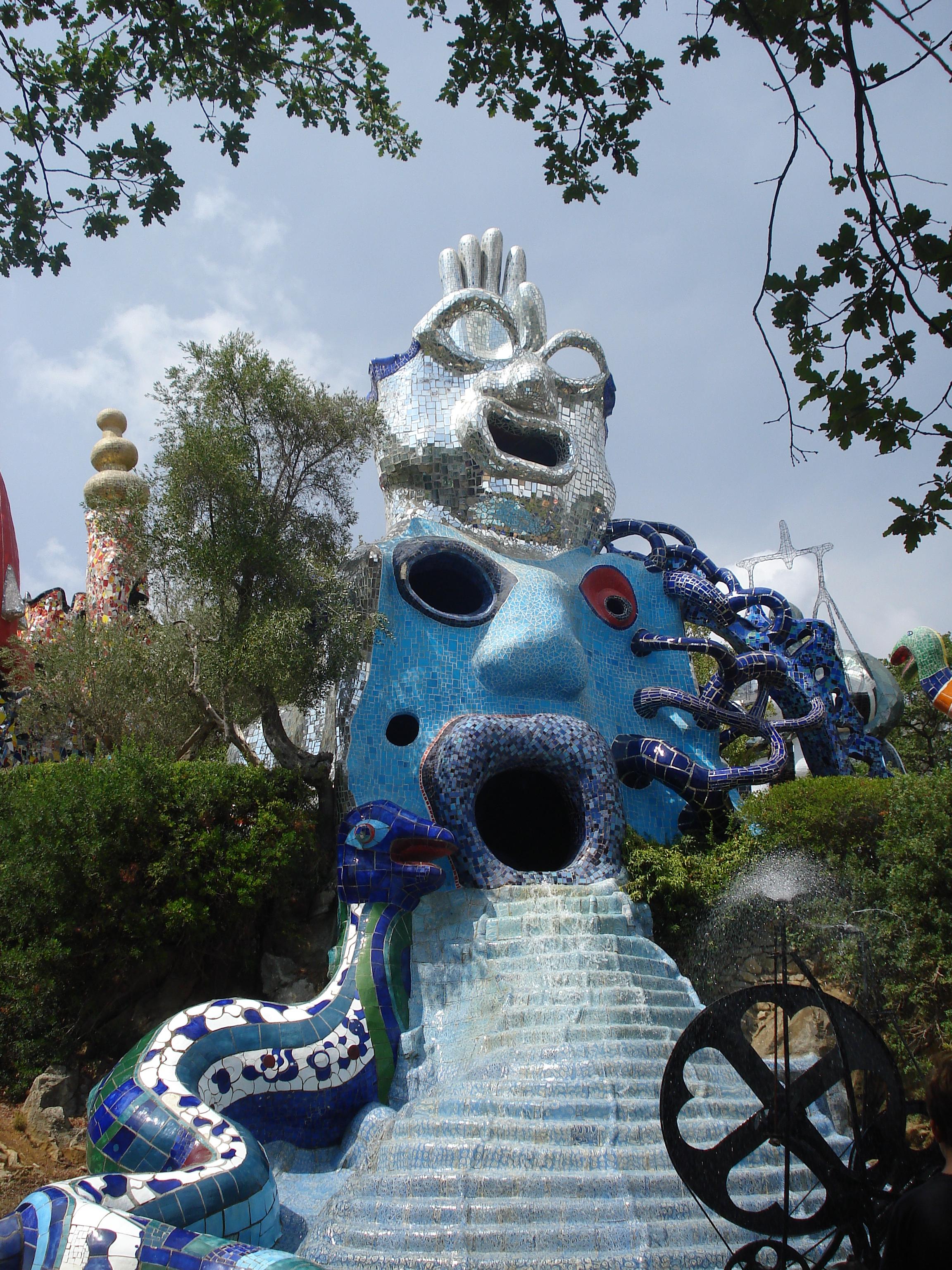 Niki de saint phalle ou la joie et la couleur le jardin - Jardin tarots niki de saint phalle ...